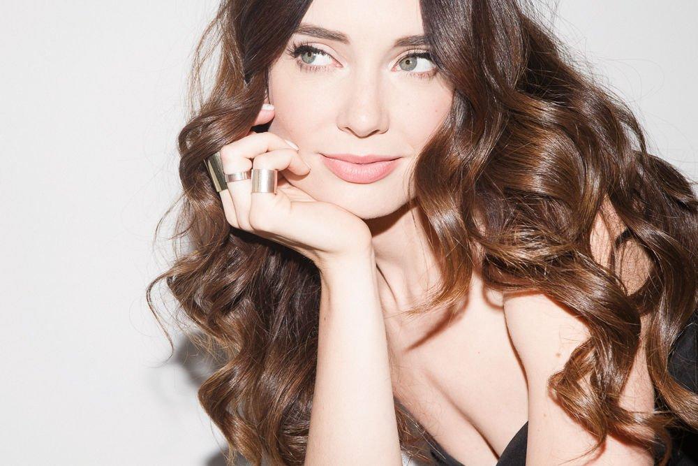 dầu bóng tóc hỗ trợ tóc xoăn có nếp và sâu hơn