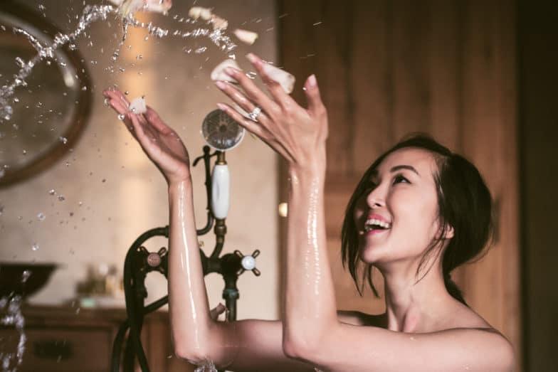 Tắm với sữa tắm có chức năng dưỡng ẩm