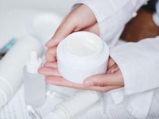 Dấu hiệu nào để nhận biết sản phẩm dưỡng bạn đang sử dụng không an toàn?