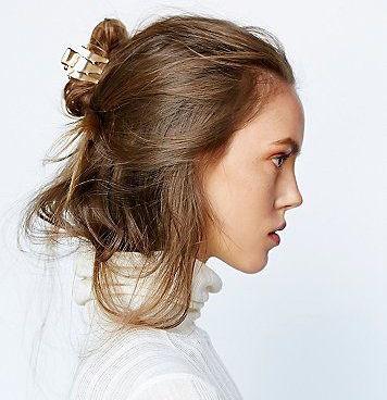 <span class='p-name'>Giữ nếp tóc uốn cụp, tạo phồng tóc chỉ với&#8230; kẹp càng cua!</span>