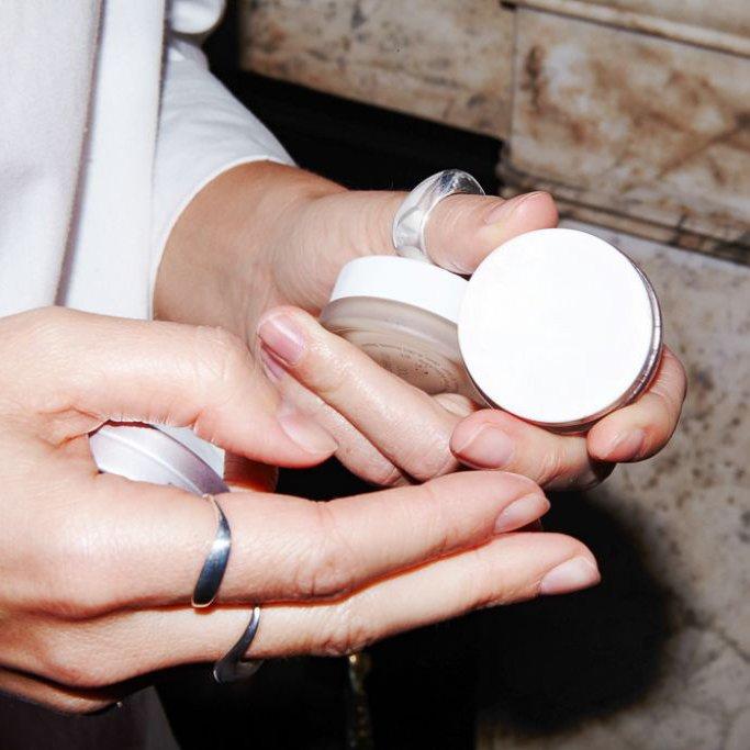 Tự làm kem dưỡng ẩm da tay chân cực đơn giản chỉ với dầu oliu