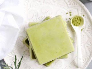 Tự làm xà bông trà xanh dưỡng da cực an toàn và vi diệu
