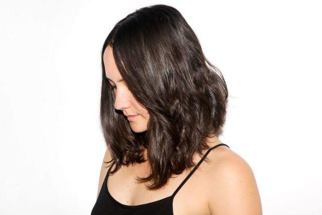 <span class='p-name'>Ca khó: Cách giữ nếp tóc xoăn khi da đầu dị ứng với gel giữ nếp?</span>