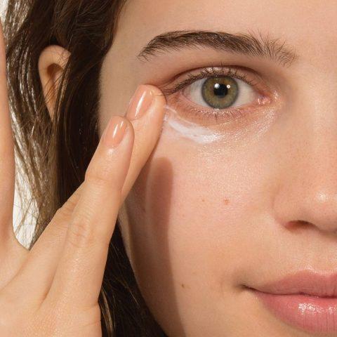 Những thành phần nào cần có trong kem chống nhăn mắt của bạn?