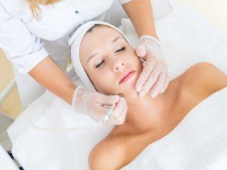 Làm đẹp da mặt tự nhiên hay khoa học mới thích hợp với bạn?