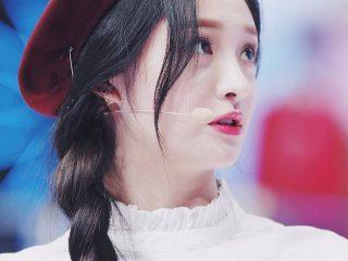 Học ngay sao Hàn ăn gian tuổi với các kiểu thắt tóc dưới đây!