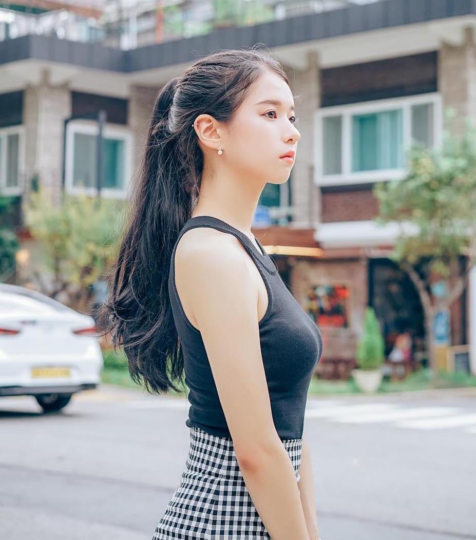 Tóc đen dài liệu có còn Hot không? Gợi ý từ các mỹ nhân Việt & Hàn