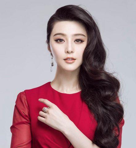 <span class='p-name'>TOP 4 mỹ nhân Hoa ngữ với tóc uốn đẹp rạng ngời</span>
