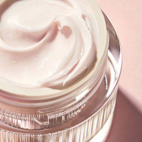 <span class='p-name'>Top 5 loại kem dưỡng ẩm nhẹ nhàng cho làn da nhạy cảm</span>