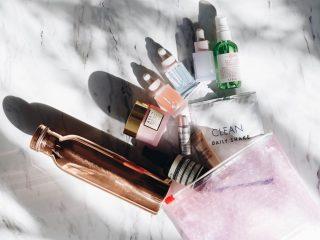 Túi đựng mỹ phẩm – item luôn cần thiết cho những chuyến bay!