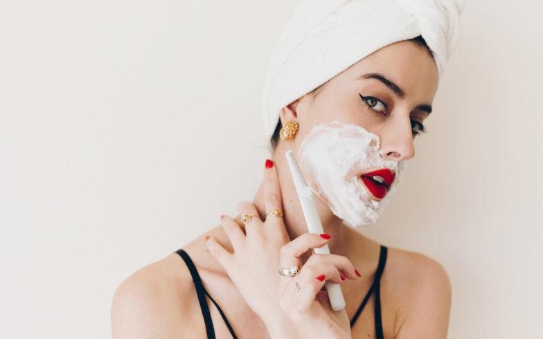 Có nên cạo lông mặt không? Cùng nghe chuyên gia trả lời