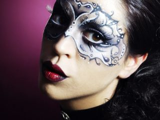 30′ cuối trước khi tiệc halloween bắt đầu, biết hoá trang kiểu gì đây?