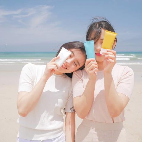 Kem chống nắng có màu chống ung thư da tốt hơn, đúng hay sai?