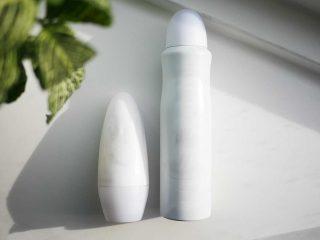 Hỏi khó: Nên dùng lăn khử mùi hay xịt khử mùi?