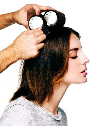 Vừa gội đầu xong là thời cơ thuận lợi nhất để tạo nếp tóc xoăn tự nhiên