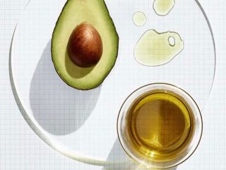 Top 3 tinh dầu thiên nhiên giúp dưỡng da trắng sáng