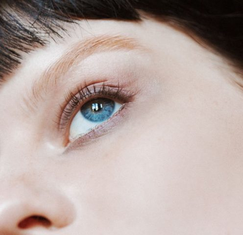 """Kem dưỡng da mắt có thật sự giúp bạn """"tạm biệt"""" quầng thâm?"""