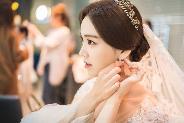 3 Mẹo trang điểm không bao giờ lỗi thời cho nàng dâu thêm xinh