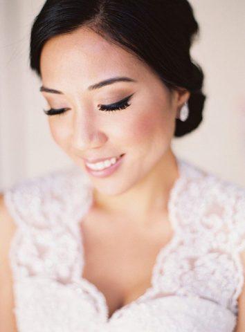 <span class='p-name'>5 Mẹo trang điểm cho cô dâu da ngăm cực lộng lẫy không thể bỏ qua</span>