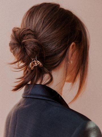 <span class='p-name'>Nhanh gọn mà vẫn xinh không kém ai ngời với 3 cách làm tóc đơn giản này</span>