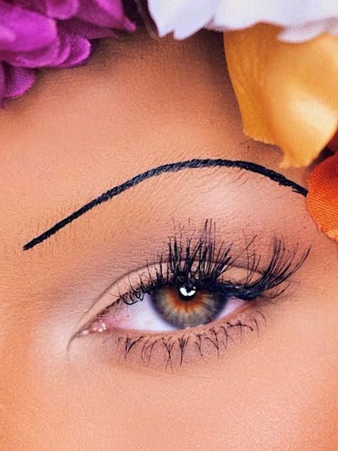 Lông mày cọng chỉ – Bạn đã kịp cập nhật trend mới từ Rihanna?