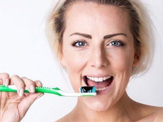 Kem đánh răng than hoạt tính liệu có an toàn?