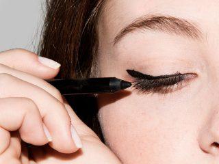 Đâu là những lỗi thường gặp của bạn khi vẽ eyeliner?