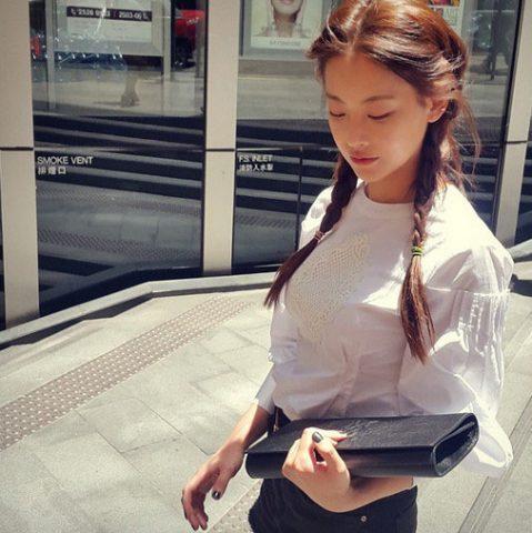 Đến trường sau tết: làm sao để thêm phần lung linh với áo dài trắng?