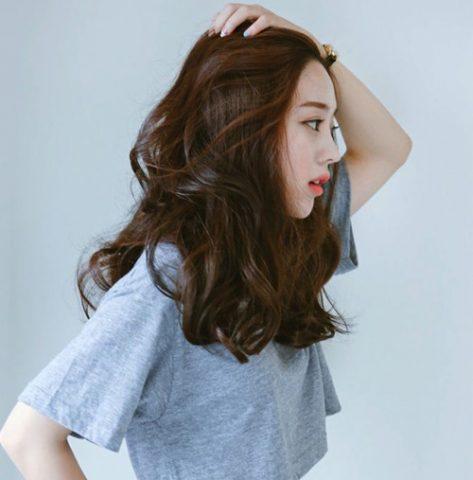 <span class='p-name'>7 cách dưỡng tóc uốn hiệu quả bạn bỏ túi ngay</span>
