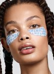 Bạn đã bao giờ tò mò bác sĩ da liễu chăm sóc vùng da quanh mắt như thế nào?