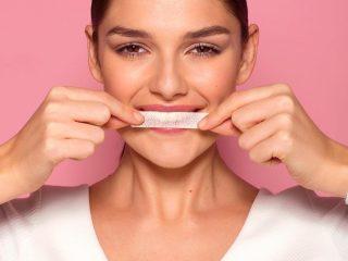 Cùng soi ngay miếng dán trắng răng lợi hay hại bạn nhé!