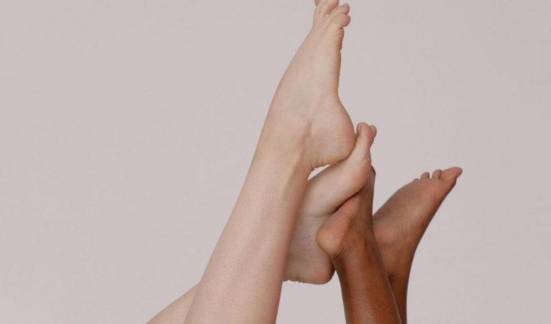 Làm sao để xử lý da khô cứng đầu ở gót chân?