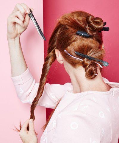 <span class='p-name'>Làm thế nào để những lọn tóc xoăn không &#8220;phản chủ&#8221; trong bữa tiệc cùng chàng?</span>