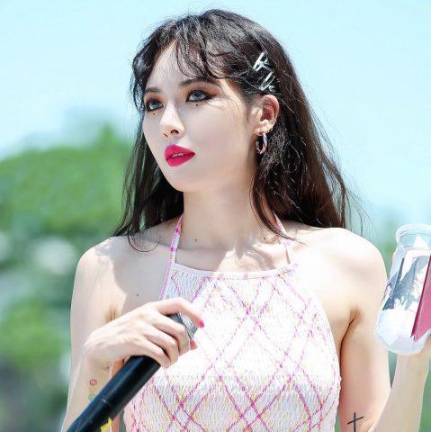 Mái tóc đẹp là phải có kẹp – Trào lưu mới đang làm K-idol đảo điên