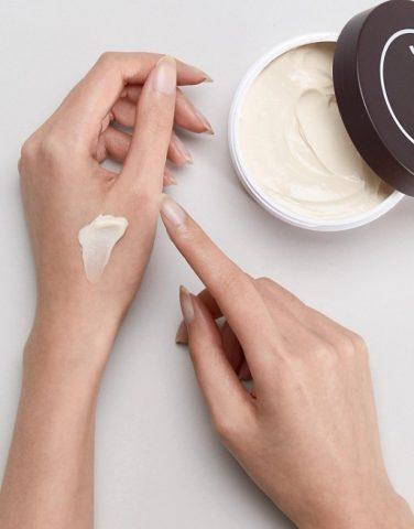 Nâng niu bàn tay ngọc ngà với 6 cách chăm sóc da tay hiệu quả