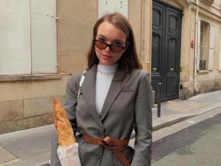 Phụ nữ Pháp nói KHÔNG với điều gì khi phục hồi tóc?