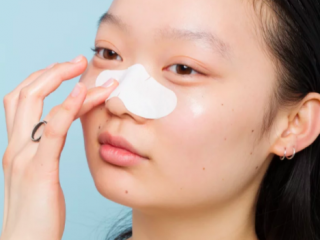 Trị mụn cám nên bắt đầu bằng quy trình chăm sóc da thế nào?