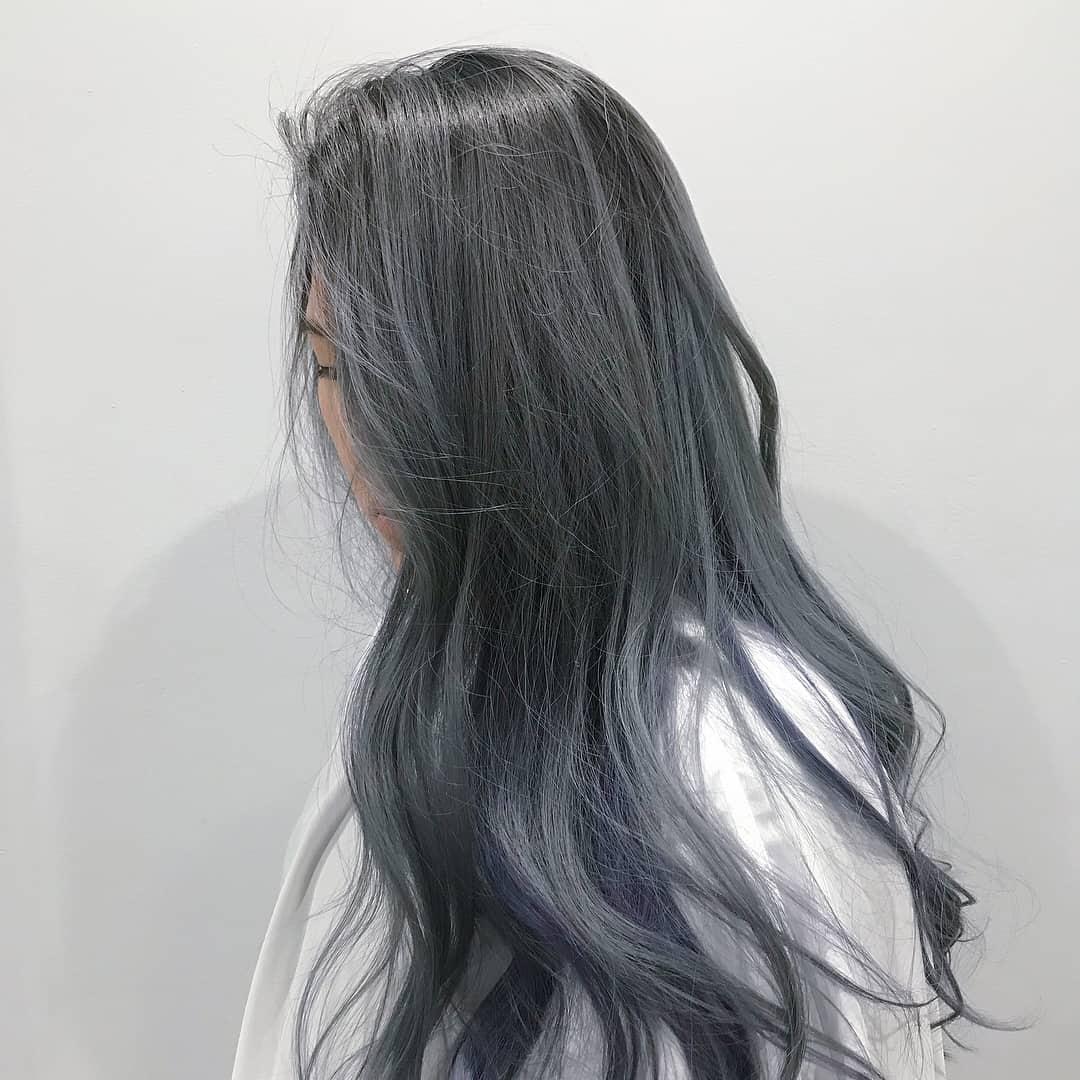 Tóc nhuộm màu xanh xám khói