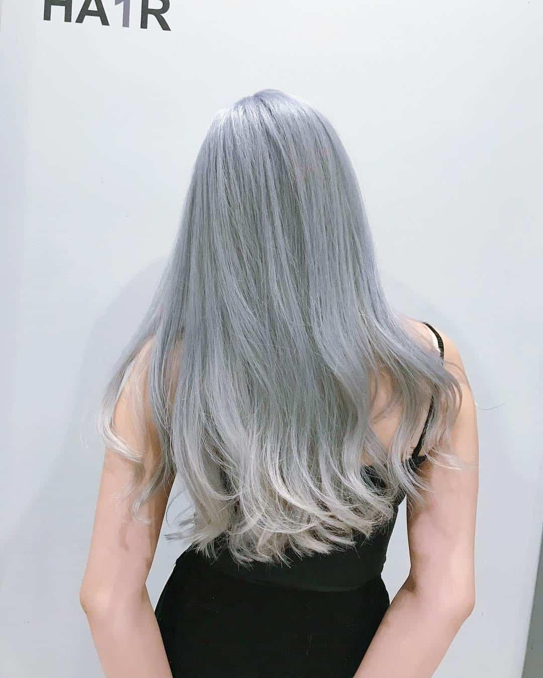 Tóc nhuộm màu xám khói ombre