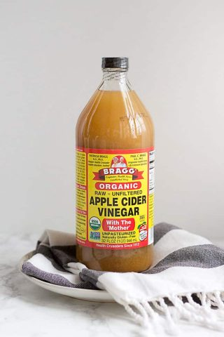 Bạn có tò mò về công dụng của giấm táo đối với làn da?