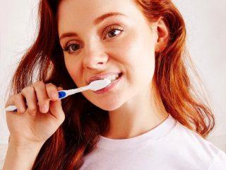 """Cách đánh răng hằng ngày của chúng ta tưởng đúng ai ngờ lại """"sai bét nhè"""" đấy bạn ạ!"""