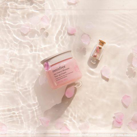 Kem dưỡng trắng da ban đêm Innisfree Jeju Cherry Blossom Tone Up Cream