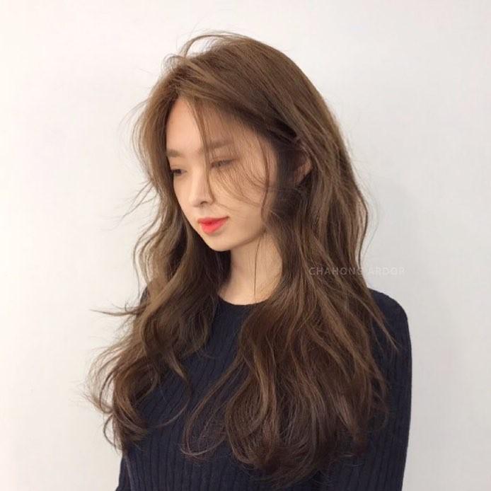 Tóc xoăn sóng lơi ngang vai – Kiểu xoăn lơi tóc lỡ cho cô nàng dịu dàng