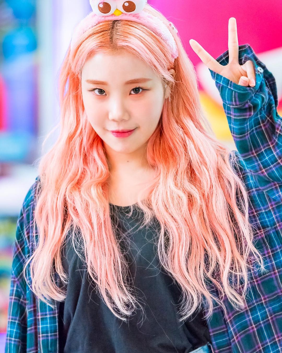 nhuộm tóc màu hồng đào