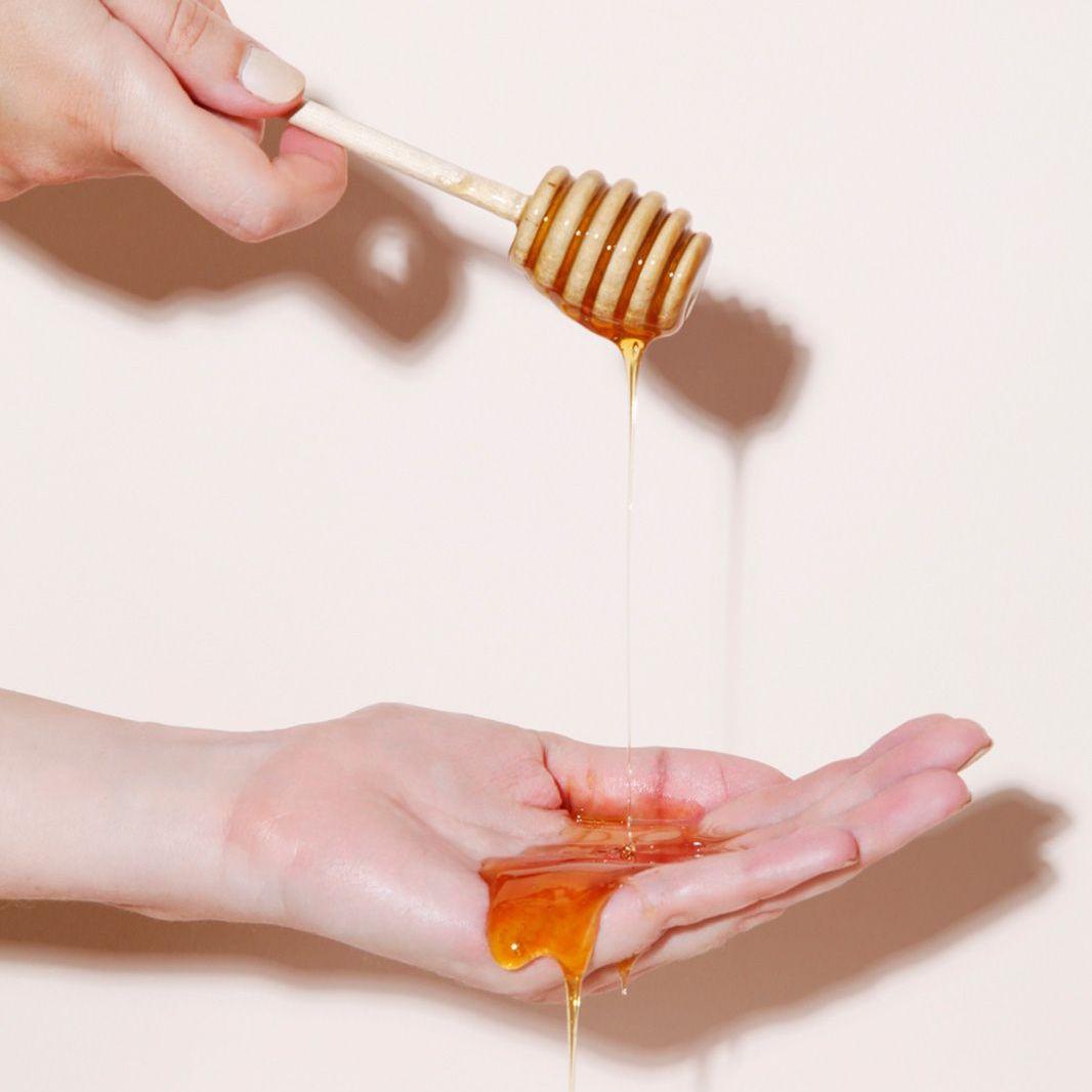 Cách làm trắng da mặt bằng mật ong: 6 lưu ý khi áp dụng