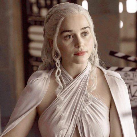 Cùng nhìn lại Mẹ Rồng Game Of Thrones và mái tóc dài đầy thương nhớ
