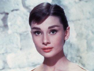 Phong cách trang điểm nào đã dậy sóng những năm 1950s?