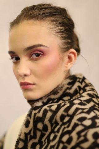 Bất ngờ khi xu hướng trang điểm tại sàn thời trang Thu Đông 2019 mang hơi thở phong cách thập niên 70