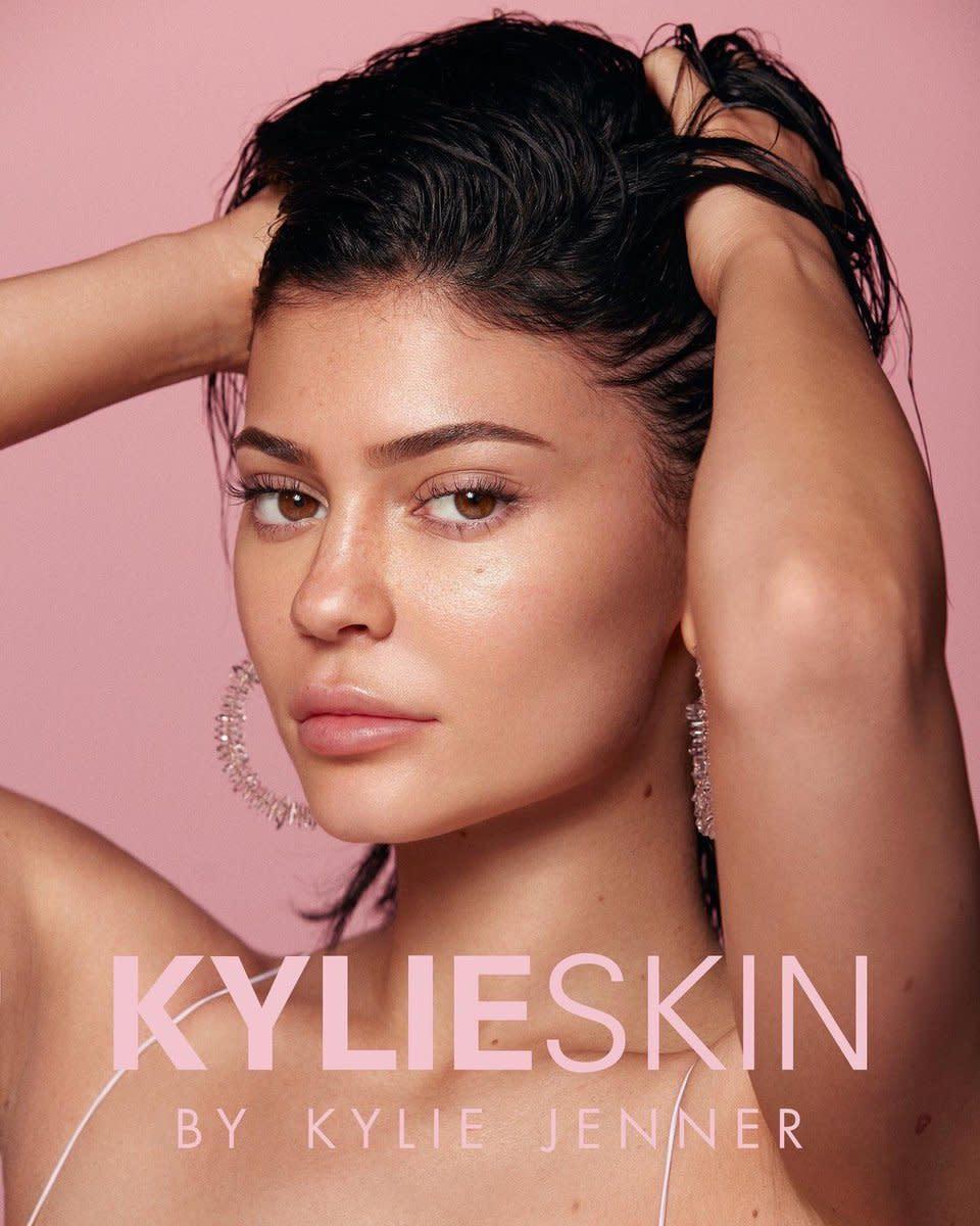 Cấp báo: Dòng skincare hot-hit mới của Kylie Jenner đã ra mắt, có món chỉ khoảng 500k!