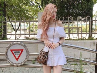 Con gái Châu Á nhuộm tóc màu nào đẹp?